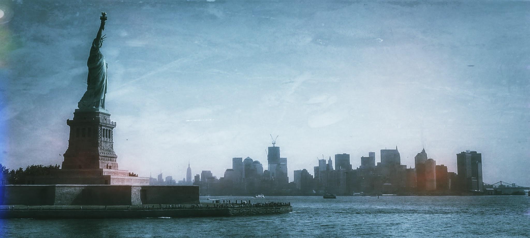 New-York : Statue de la Liberté sur fond de skyline
