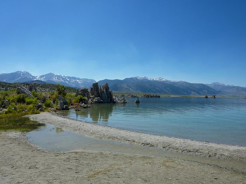 Mono Lake sur fond de Sierra Nevada