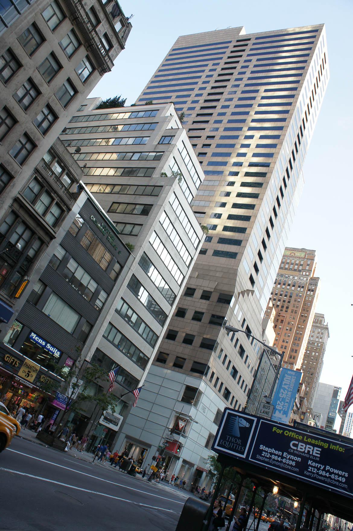 Première vue sur les buildings de Manhattan en sortant du métro