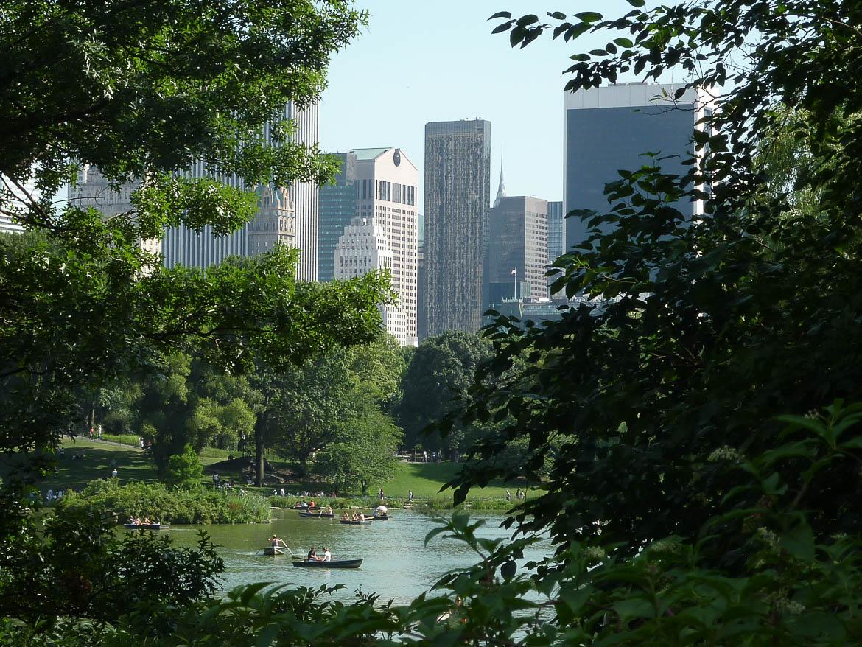 Barques dans Central Park et vue sur Midtown