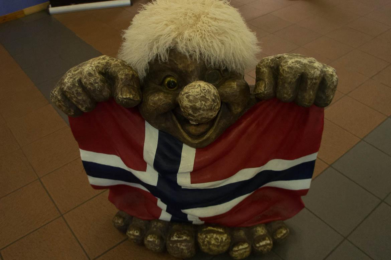 Troll et drapeau norvégien