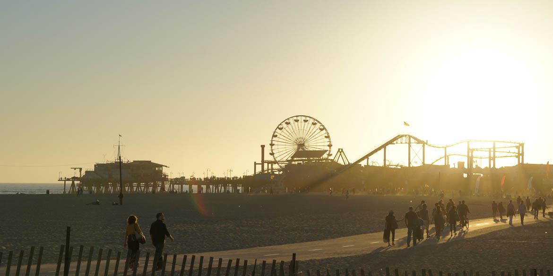 Coucher de soleil sur le ponton de Santa Monica