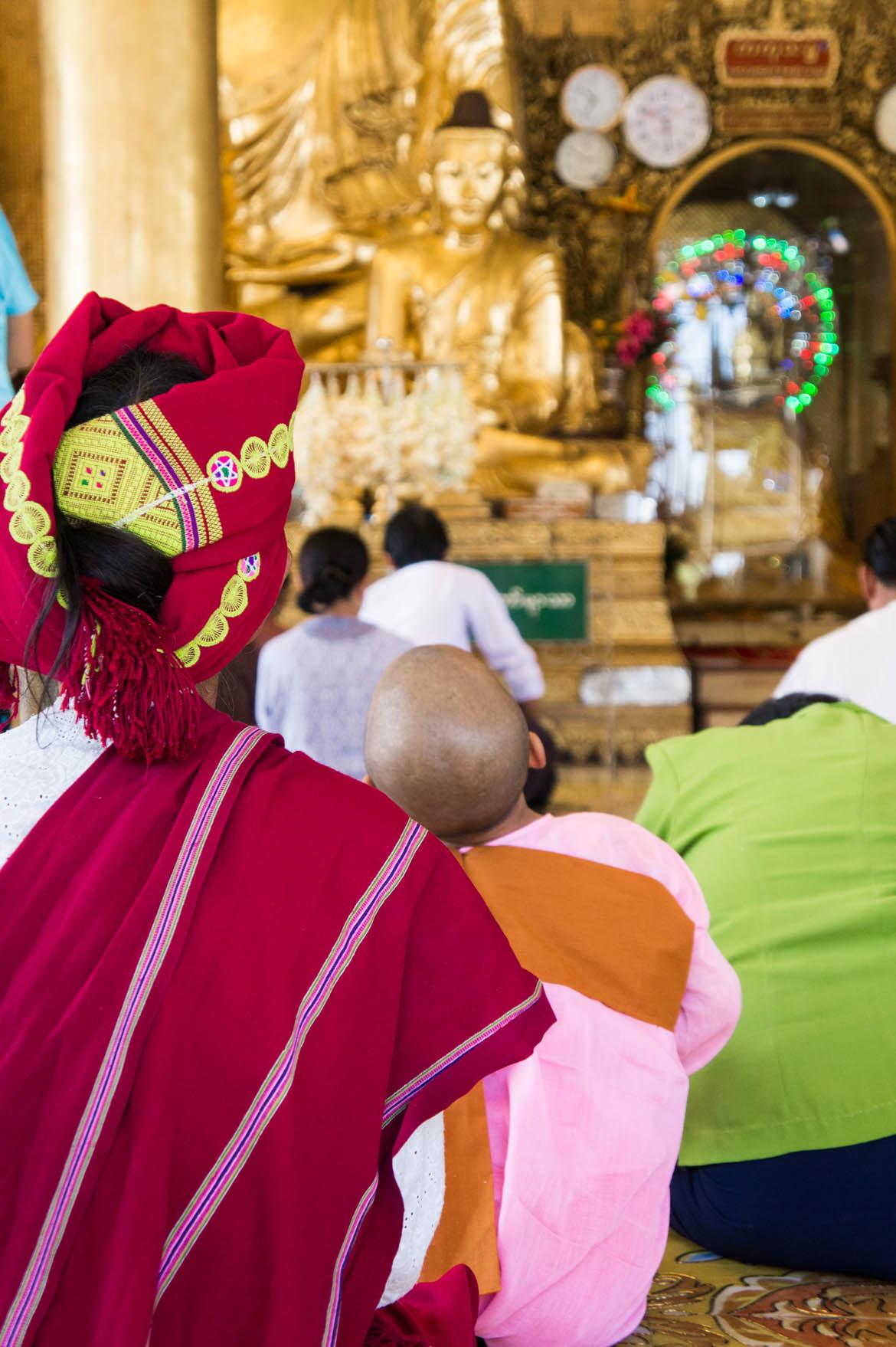 Prière à la paya Schwedagon