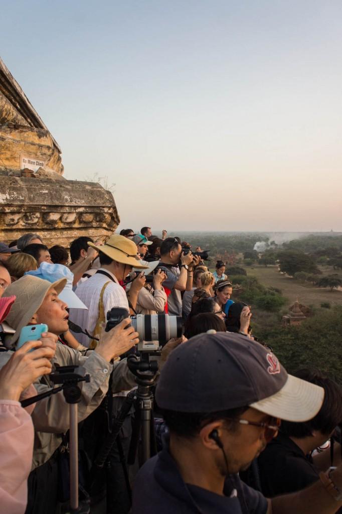 Vraiment trop de monde sur ce temple pour le coucher du soleil....
