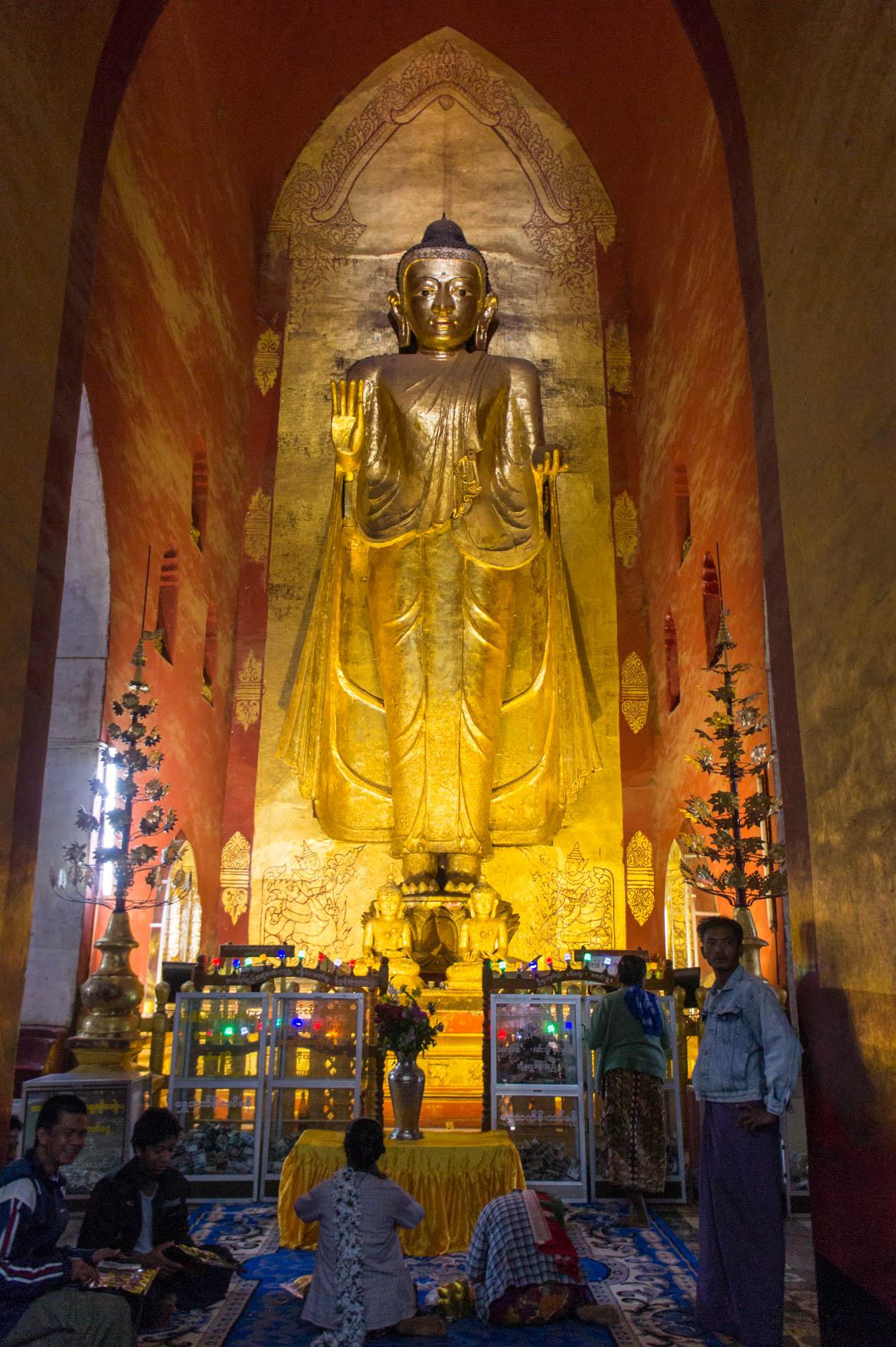 A l'intérieur d'un temple à Bagan