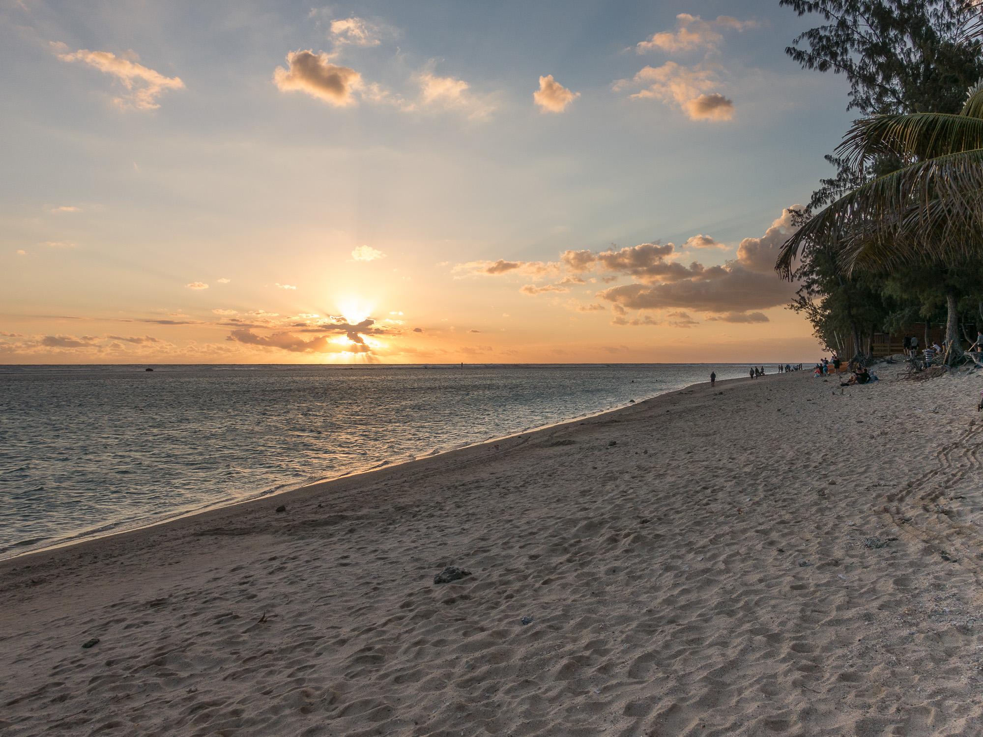 Sunset sur la plage de l'Hermitage