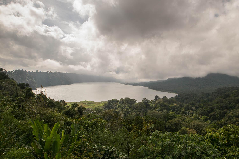 Vue sur le lac Danau Buyan, Bali