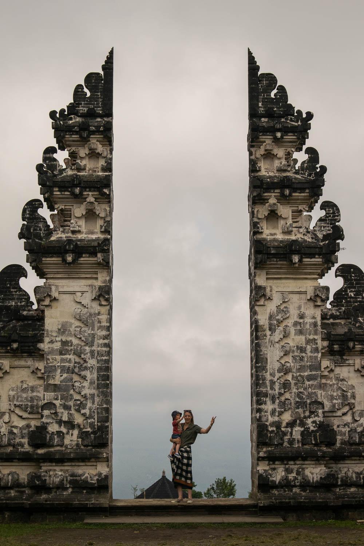 Malo découvre les temples de Bali, 2 semaines en famille à Bali