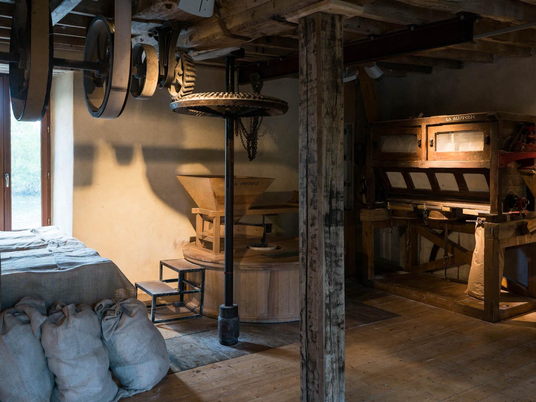 Tourisme fluvial sur la Sarthe : découvrir la fabrication de la farine