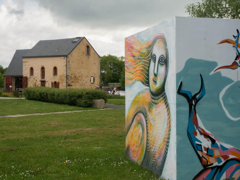 Tourisme fluvial sur la Sarthe : L'île Moulinsart c'est aussi du Street Art comme on l'aime