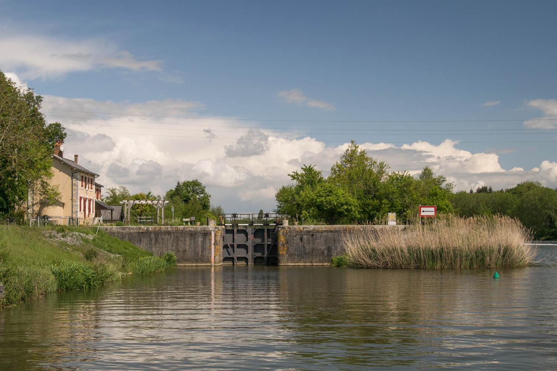 Tourisme fluvial sur la Sarthe : La reine du tourisme fluvial : l'écluse!