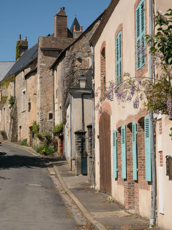 Tourisme fluvial sur la Sarthe : Parcé sur Sarthe, cette petite cité de caractère présente de belle façades