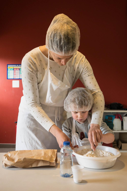 Tourisme fluvial sur la Sarthe : Sur l'île Moulinsart, la fabrication du pain c'est une histoire de famille