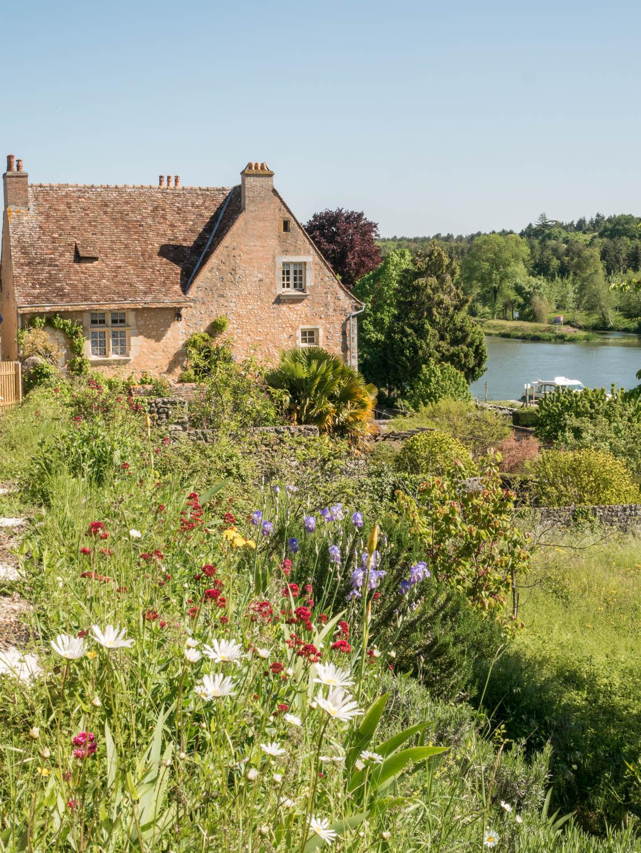 Tourisme fluvial sur la Sarthe : sur les hauteurs de Parcé-sur-Sarthe, une belle vue sur la Sarthe