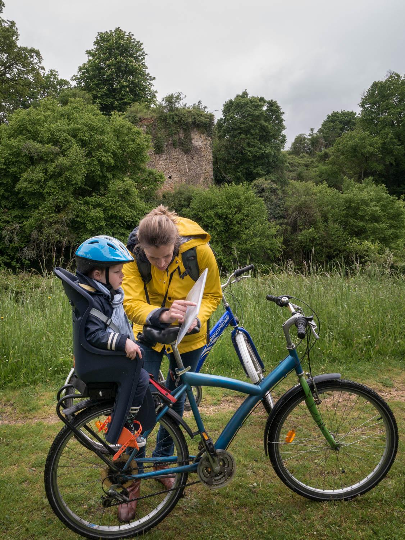 Tourisme fluvial sur la Sarthe : Beaucoup d'activité sont possibles comme ici à Juigné. Course d'orientation à vélo pour découvrir Juigné (avec Terre Activ)